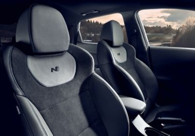 Vyhrievané a ventilované predné športové sedadlá nového modelu Hyundai KONA N.